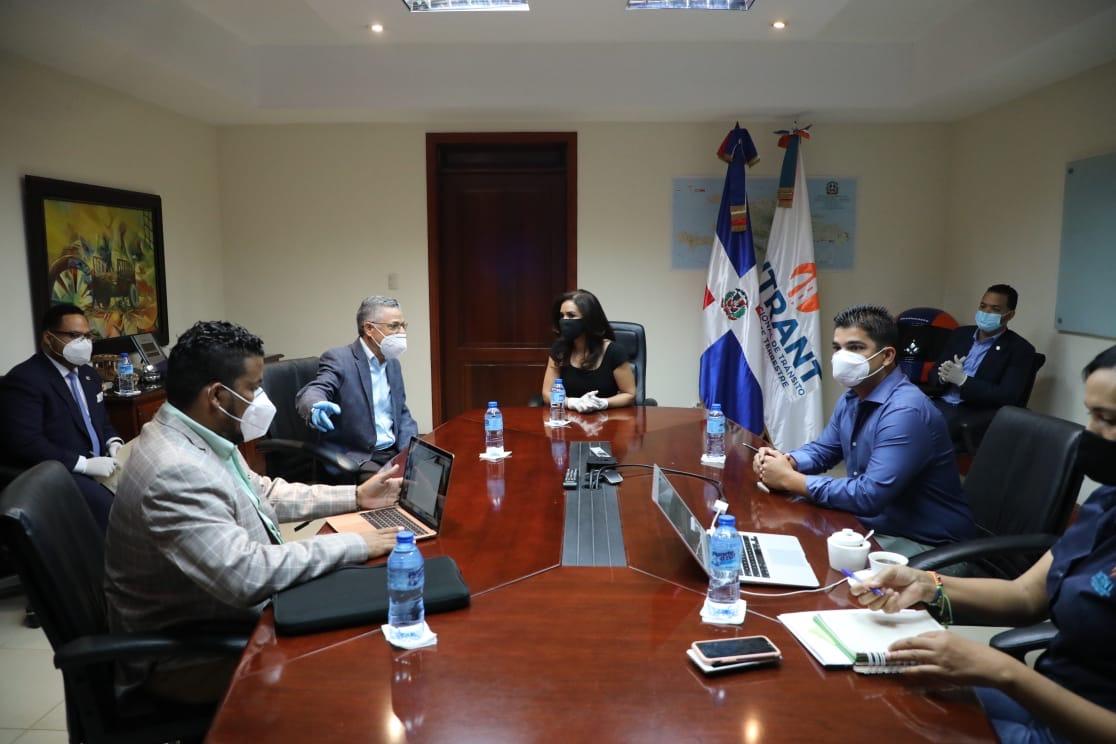 Intrant presenta a Manuel Jiménez soluciones al tránsito en SDE