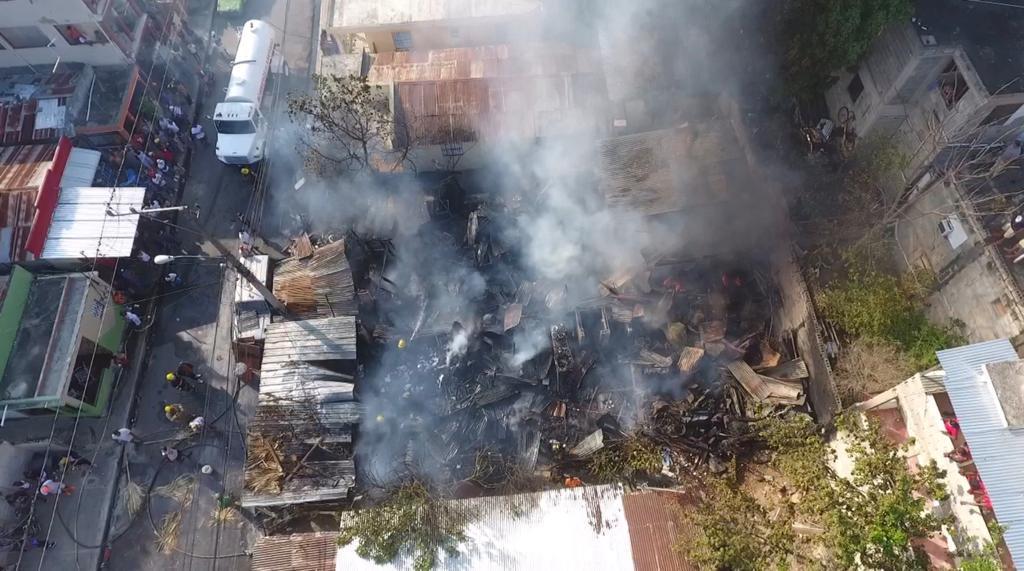 911 informa extinguió fuego en taller de ebanistería en Santiago