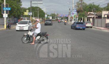 Cierran negocios en Azua por violar toque de queda