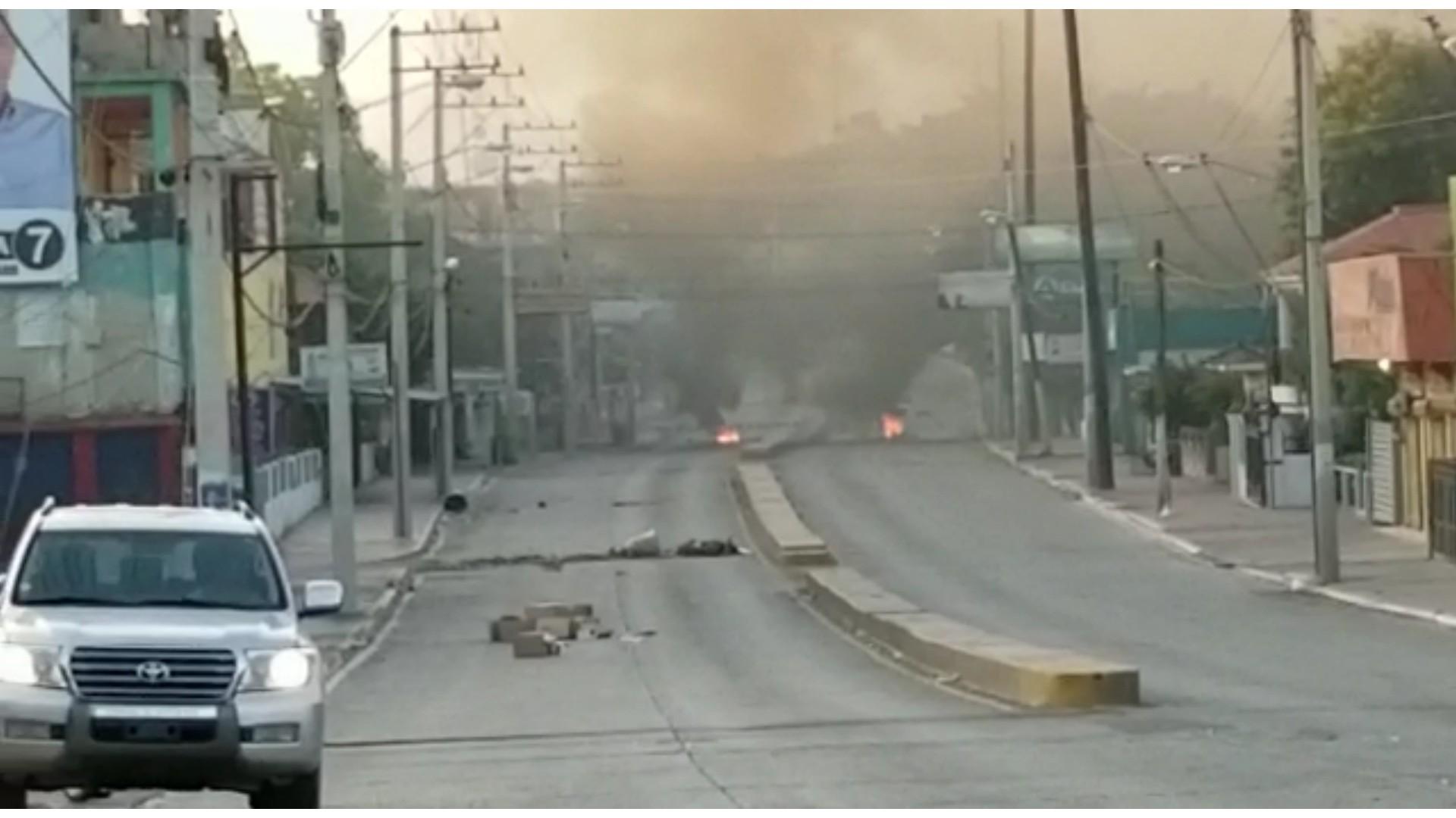 Reportan quema de neumáticos y disparos en Navarrete