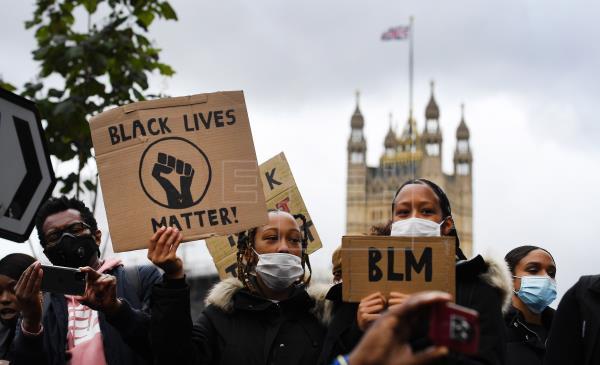 Catorce detenidos en una confrontación tras protesta pacífica por Floyd en Londres