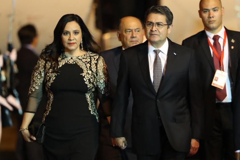 El presidente de Honduras y su esposa contagiados con COVID-19
