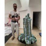 Karim aparece en video con gran cantidad de dinero, dice es para que defiendan sus votos