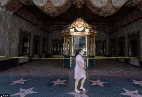 Con la reapertura de las salas de cine, Hollywood ensaya su futuro