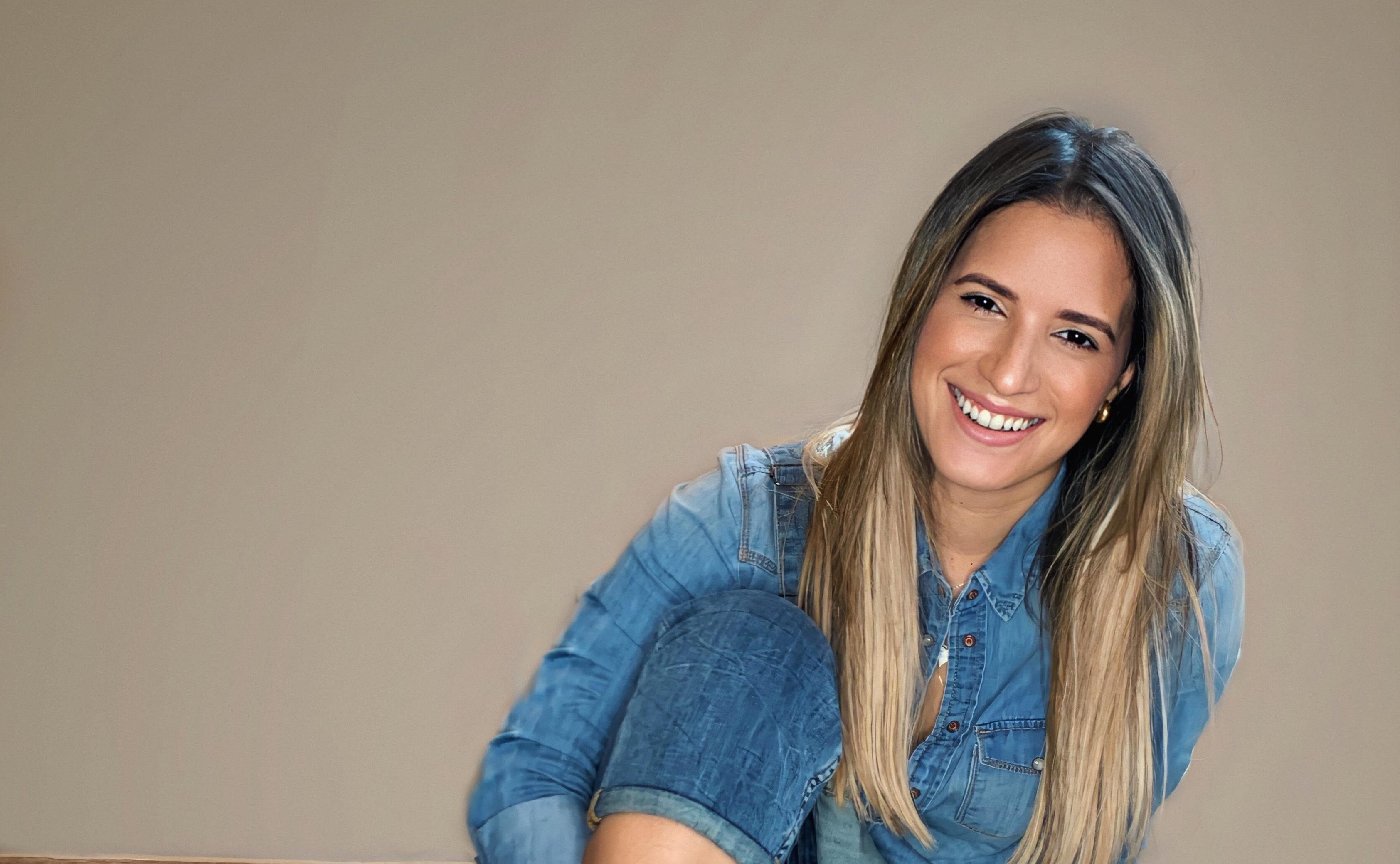 """Nathalie Hazim presenta nuevo tema """"Puertas Adentro"""""""