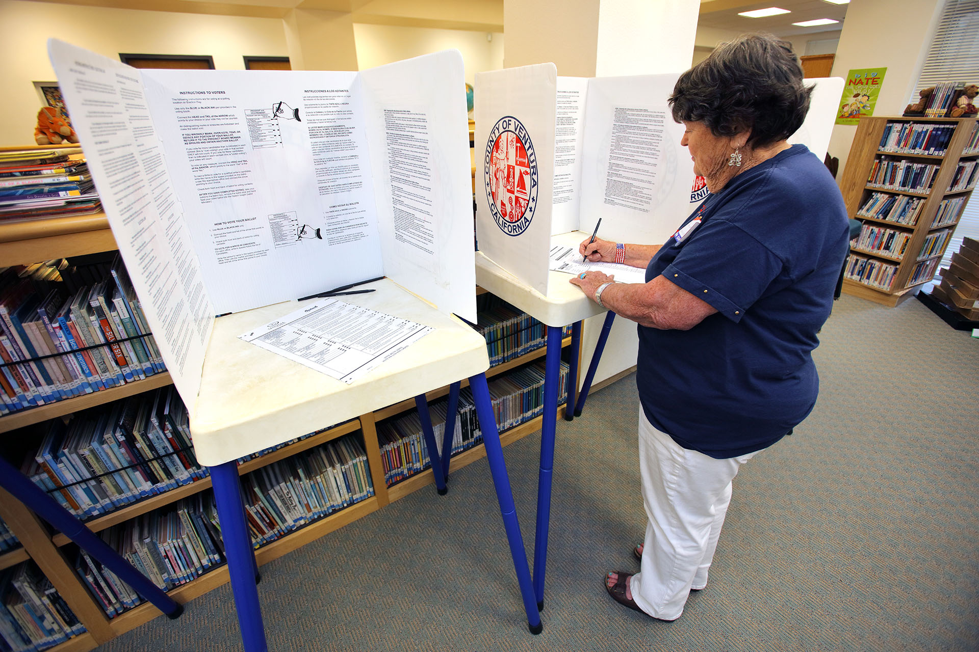 Nueva York celebra primarias con voto por correo y lucha generacional