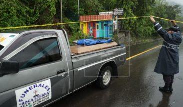 Encuentran los cuerpos de 7 salvadoreños soterrados tras intensas lluvias
