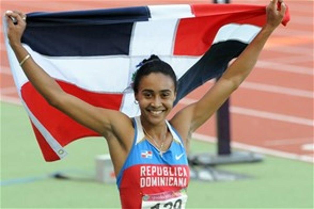 Velocista Marielis Sánchez es premiada como mejor en atletismo de Santo Domingo