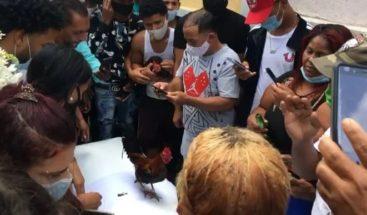 Ministro de Salud condena aglomeración y pelea de gallo en entierro de