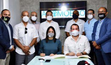 Asociación de Movilidad Eléctrica Dominicana firma acuerdo con los candidatos Faride Raful y Jorge Mera