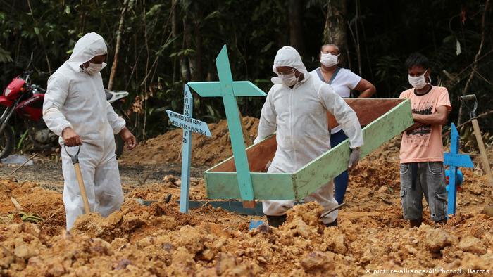 Brasil suma 52.788 muertes por COVID-19, 100 días después de su primera víctima