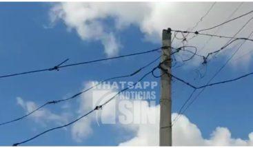 Denuncian cables del tendido eléctrico en malas condiciones en La Romana