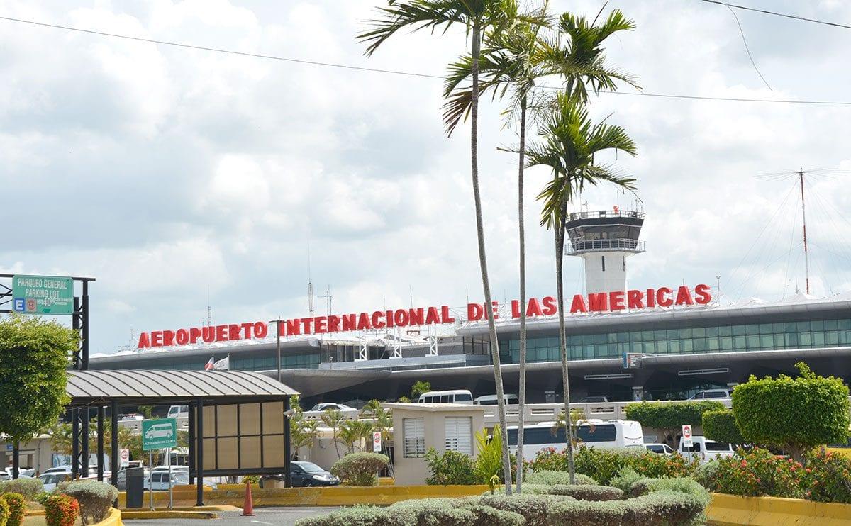 Protocolo establece en los aeropuertos solo podrán entrar pasajeros y empleados