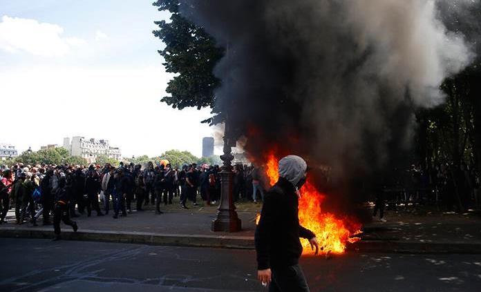 Disturbios en París durante una manifestación de personal sanitario