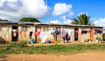 Los dominicanos más pobres llegan a las elecciones dependiendo de ayudas