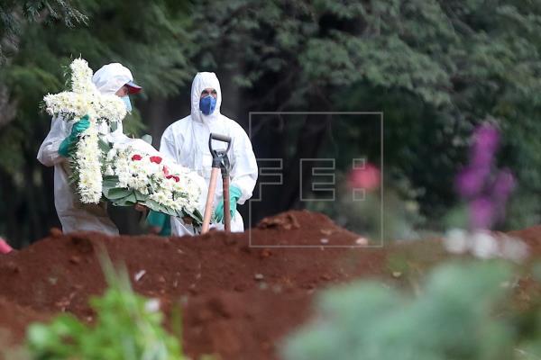 Brasil registra récord de 1,349 muertes en un sólo día por COVID-19