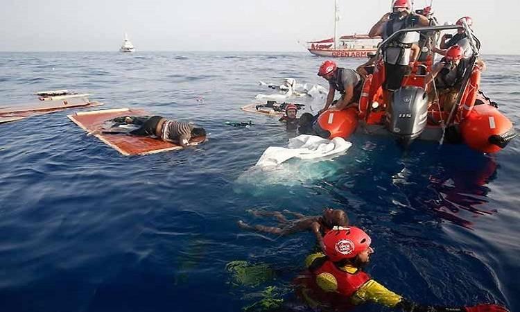 Aumentan a 32 los cuerpos de migrantes de un naufragio en Túnez