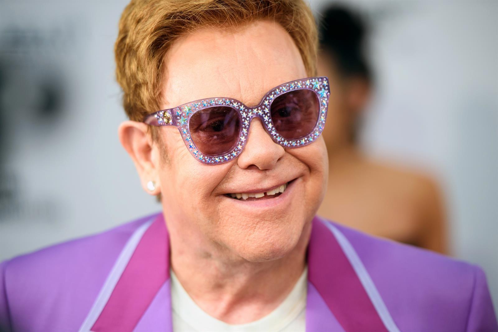 Elton John se une al dúo emergente Surfaces en