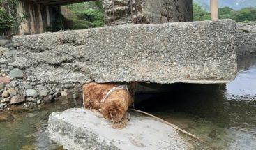 A punto de colapsar puente Jayaco en el Distrito Municipal Sabana del Puerto, Bonao