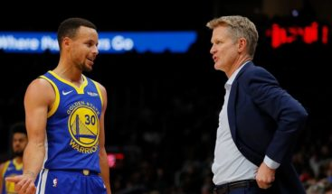 Steve Kerr dice ha sido igual de impresionante jugar con Jordan y dirigir a Curry