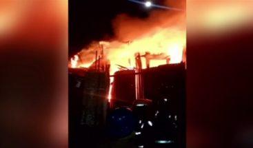 Incendio destruye varías vivienda en el sector Los Cayucos de Mao