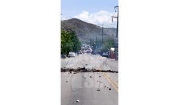 Paralizan carretera Sánchez en demanda de la energía eléctrica