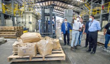 JCE entrega material sobrante de elecciones municipales a empresa de reciclaje