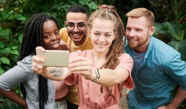 ¿Selfies grupales guardando distancia? Apple trabaja en una solución para esto