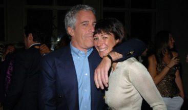 Juez niega libertad bajo fianza a acusada de ayudar Epstein en trama abuso sexual