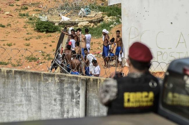 Una treintena de presos de alta peligrosidad se fuga de cárcel en Brasil