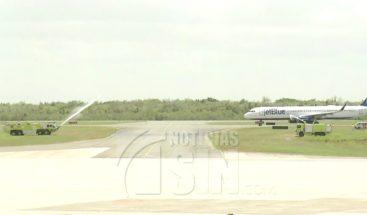 Llegan primeros vuelos comerciales al país tras reapertura