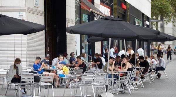 Epidemiólogos piden no fumar en terrazas y playas para evitar contagios de coronavirus