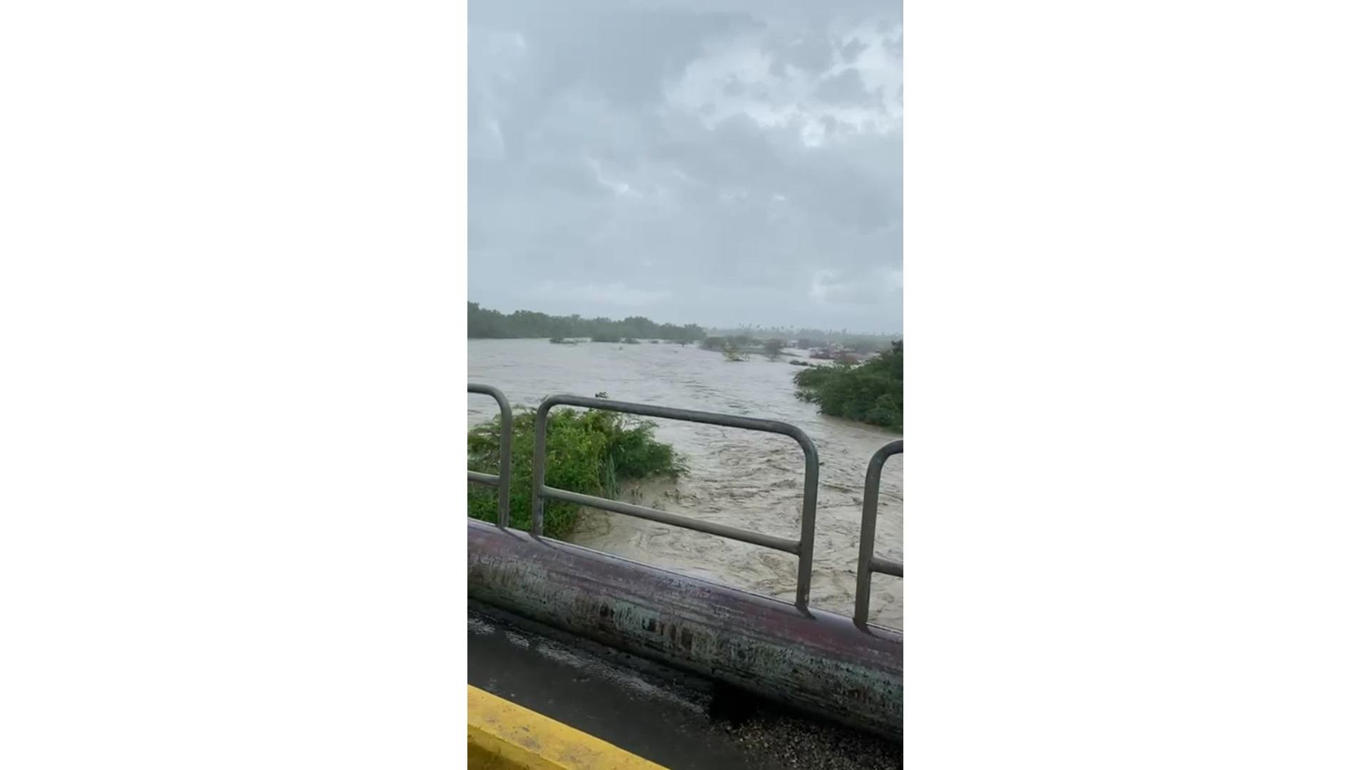 Reportan fuertes inundaciones por desbordamientos de ríos ante lluvias