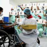Paciente recuperada de COVID-19 acepta casarse tras dar a luz en coma
