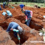 Los muertos por COVID-19 en todo el mundo superan la barrera de los 560.000