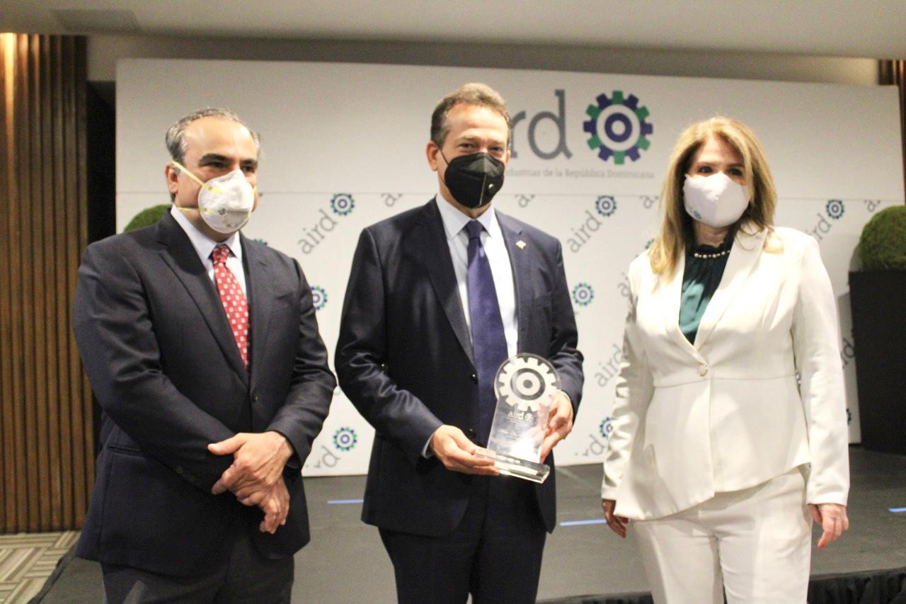 AIRD reconoce a Ito Bisonó por su respaldo al sector industrial