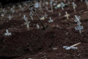 América tuvo 64 % de muertos del mundo aunque mejoran datos en Brasil y Chile