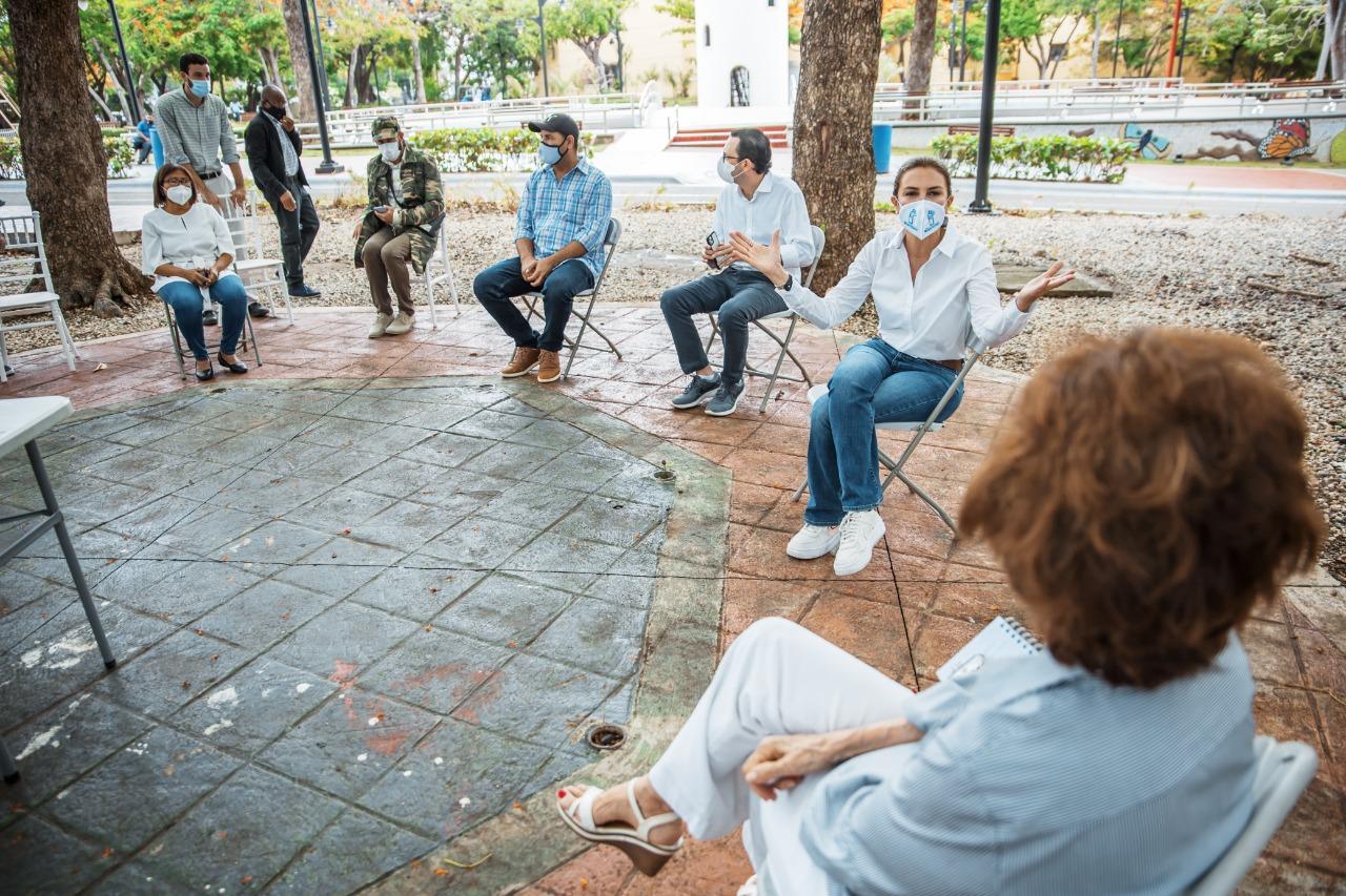 Carolina Mejía se reúne con Junta de Vecinos para recuperación botánica del Parque Iberoamérica