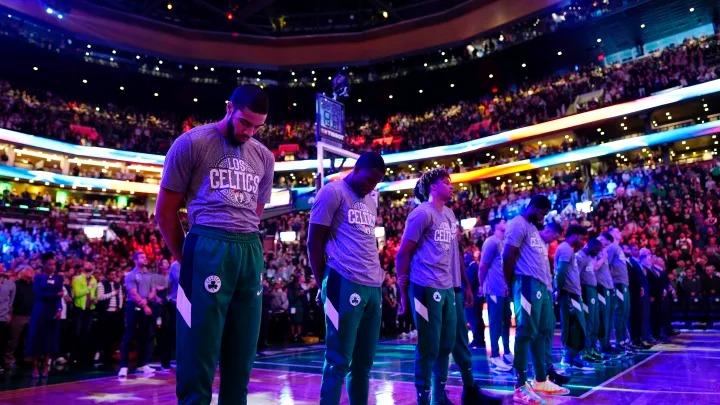 """Adam Silver afirma que la NBA tendrá que """"lidiar"""" con los jugadores que se arrodillen durante el himno"""