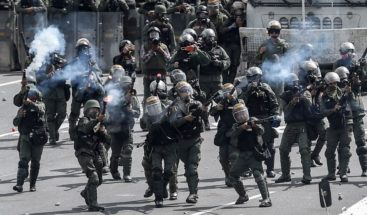 Maduro ratifica a su ministro de Defensa y renueva la cúpula militar