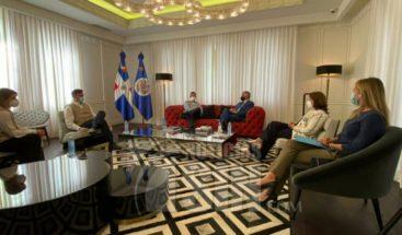 Observadores de la OEA se reúnen con candidatos presidenciales