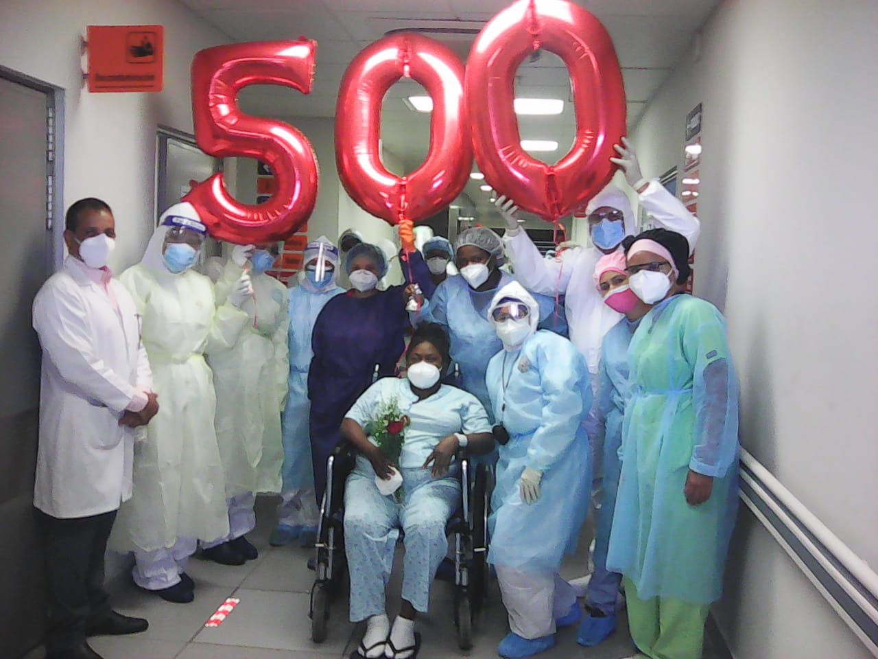 Se recupera de COVID-19 paciente número 500 en el Marcelino Vélez Santana