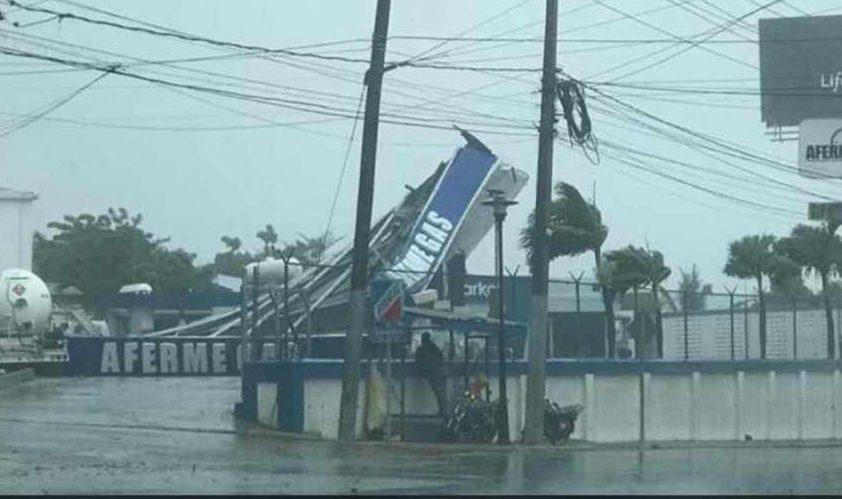 Colapsa techo de estación de combustible en Puerto Plata por las fuertes lluvias