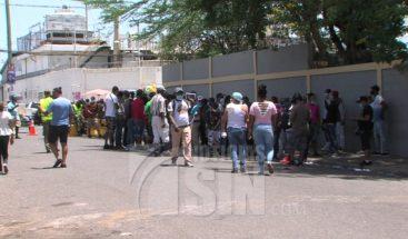 Se registran aglomeraciones en colegios electorales de Villas agrícolas