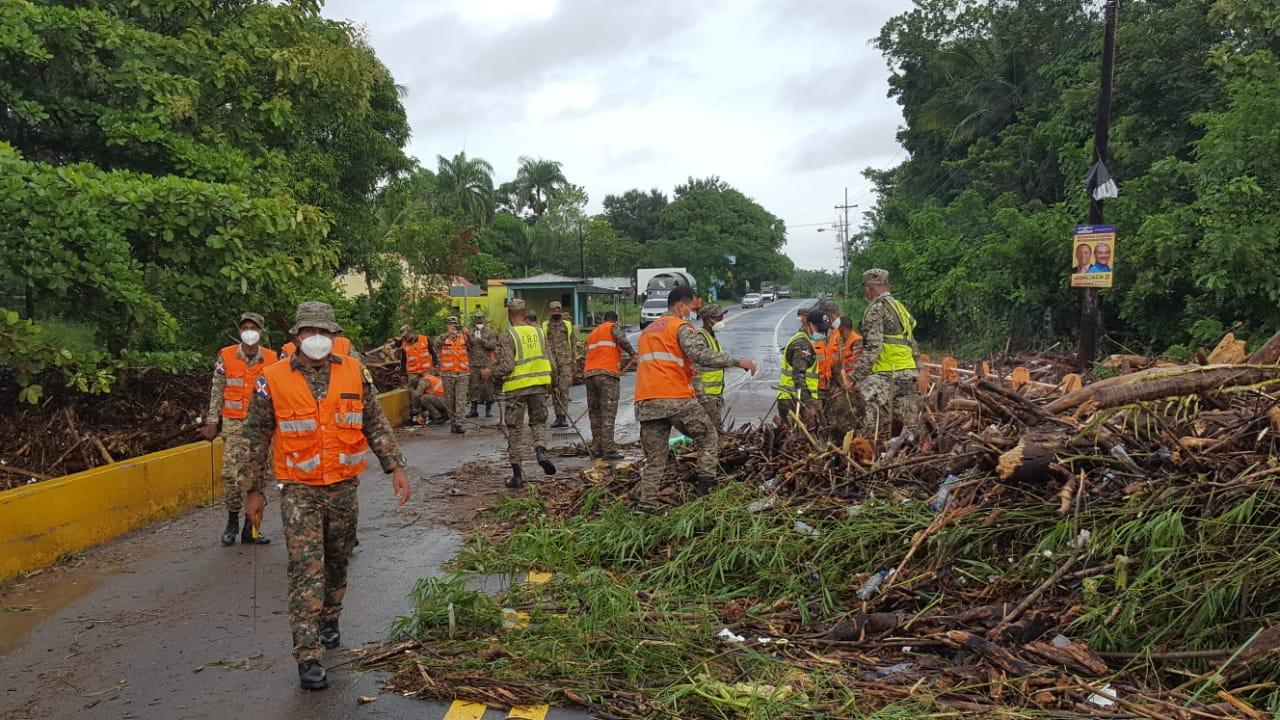 Ejército trabaja en la recogida de árboles y en las evacuaciones de personas en la zona Norte
