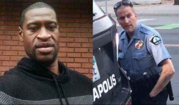 George Floyd alertó 20 veces a policías que le mataron que no podía respirar