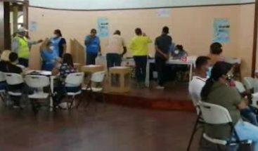 Votantes acuden desde temprano a las urnas en la Provincia Monseñor Nouel