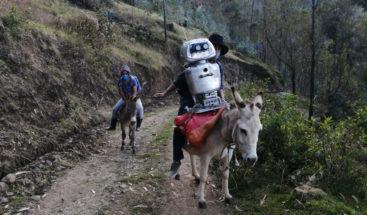 Kipi, la robot ecologista que recorre los Andes de Perú para dar clases