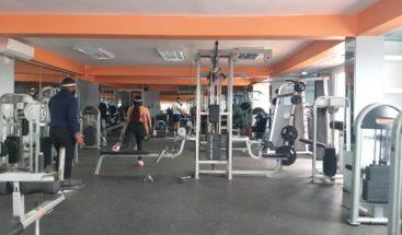 Tímida asistencia en gimnasios tras reiniciar sus actividades