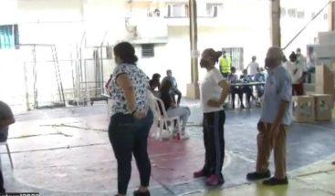 Colegios electorales cumplen medidas de distanciamiento físico